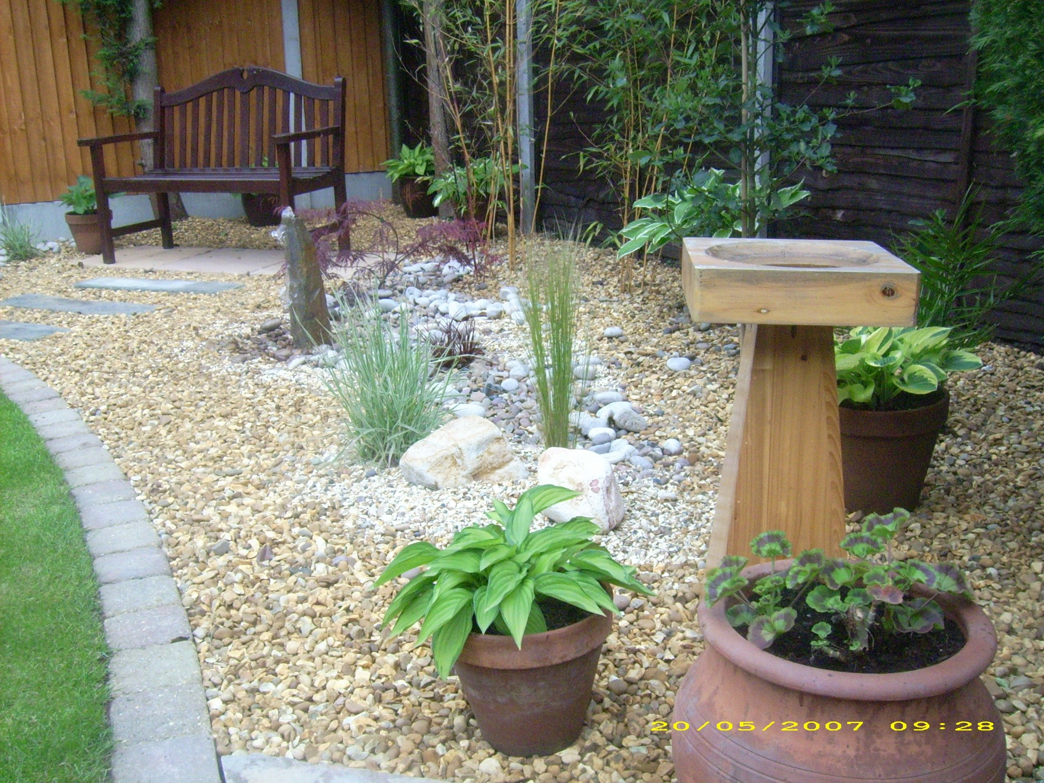 Low maintenance gardens parkes quality landscaping for Large low maintenance garden